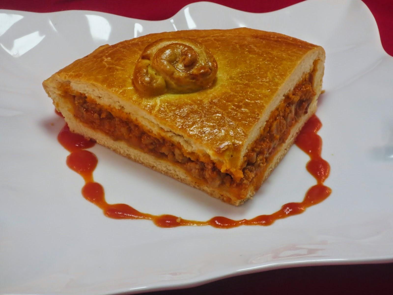 Empanada de carne y tomate