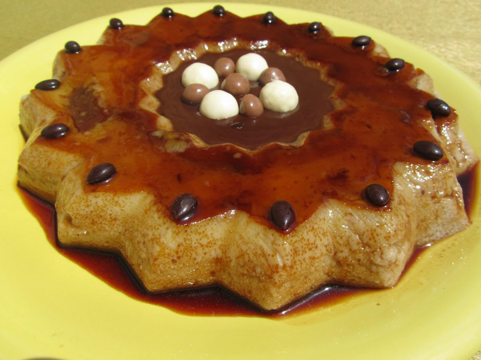 Flan de peras y salsa de chocolate