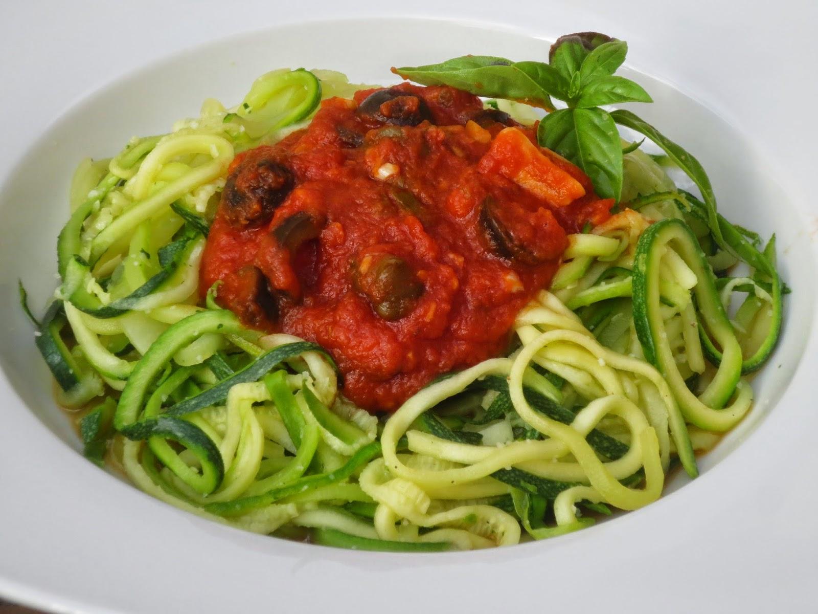 Espaguetis de calabacín a la putanesca