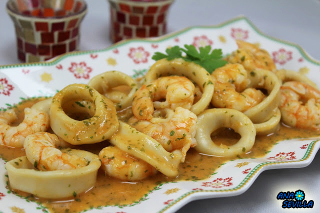 Calamares en salsa de langostinos