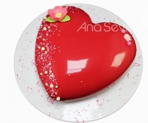 Corazón de chocolate y frutos rojos