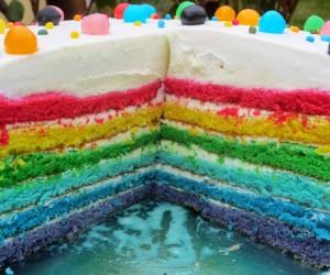 Tarta arco iris de trufa blanca