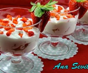 Fresas con nata y yogurt