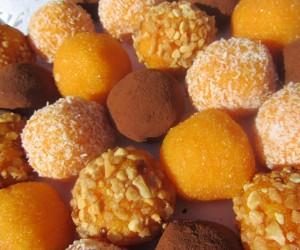 Yemas de zanahoria y almendras