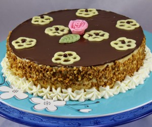 Tarta helada de turrón y chocolate