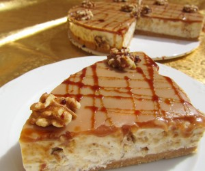 Tarta de queso, miel y nueces