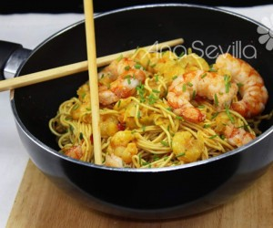 Noodles con gambas al curry