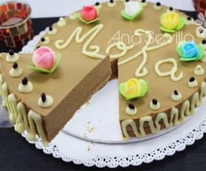 Tarta de moka y chocolate blanco