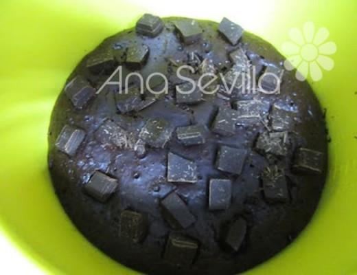 Terminar de hornear repartiendo los trozos de chocolate
