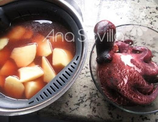 Cocer las patatas, con el agua de cocer del pulpo la emulsión sale espectacular