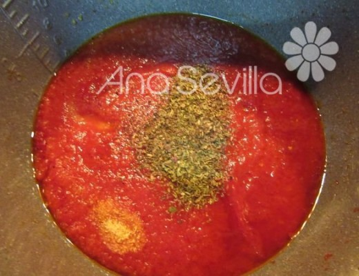 Añadir el tomate natural y especias