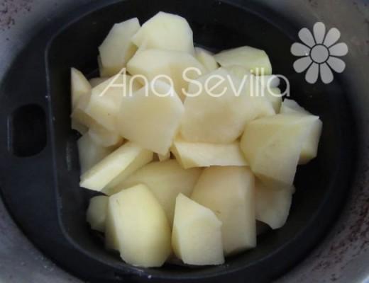 Cocer las patatas con el agua de cocción del pulpo, sale espectacular de sabor