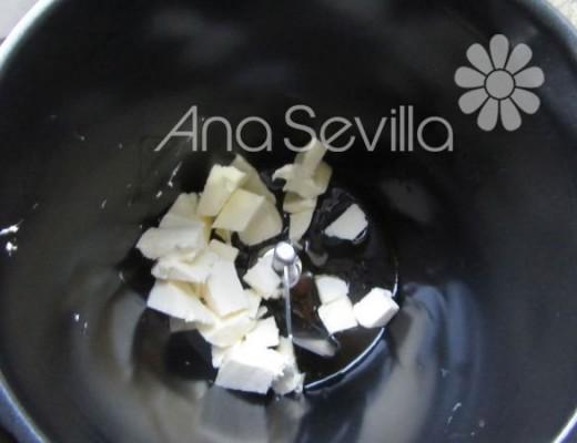 Fundir la mantequilla con la miel