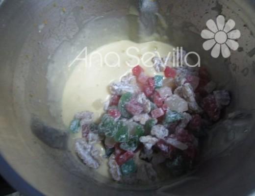 Mezclar con las frutas y nueces