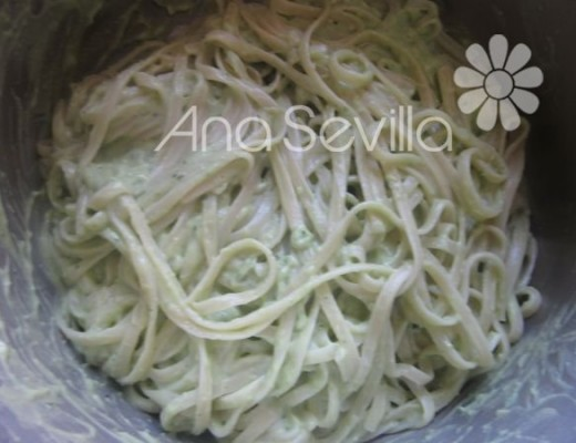 Pasta con pesto de aguacates sano