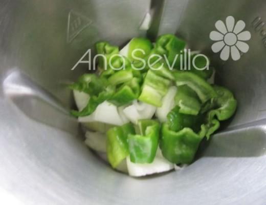Picar las verduras del sofrito