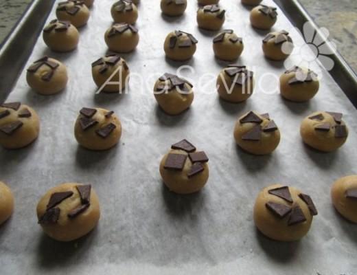 Pegar chispas de chocolate o gotas