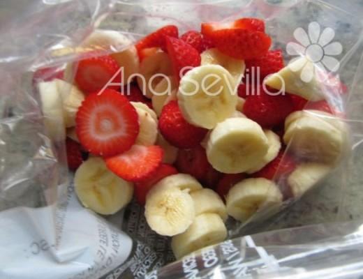 Congelar la fruta en trozos en una bolsa