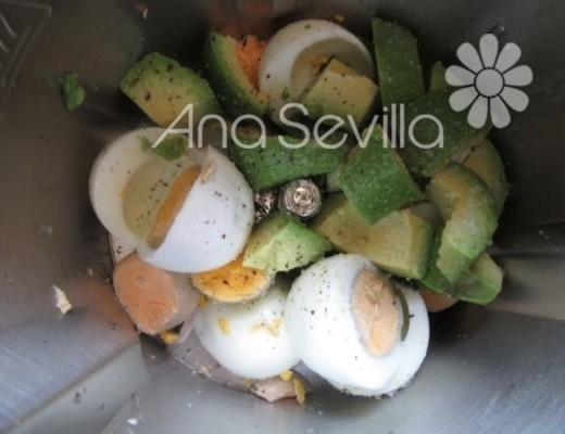 Picar huevos y aguacate