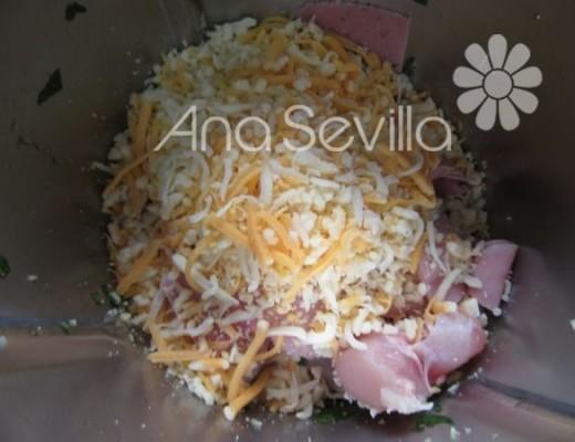 Moler el pollo con queso y jamón