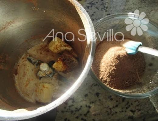 trituramos el chocolate fondant y echamos al vaso los ingredientes de la crema