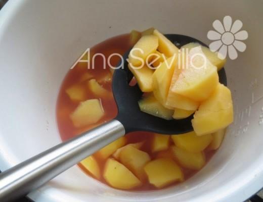 En el agua de cocción cocemos las patatas, así tienen un gusto riquísimo