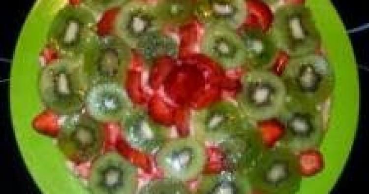 Tarta de kiwis y fresas