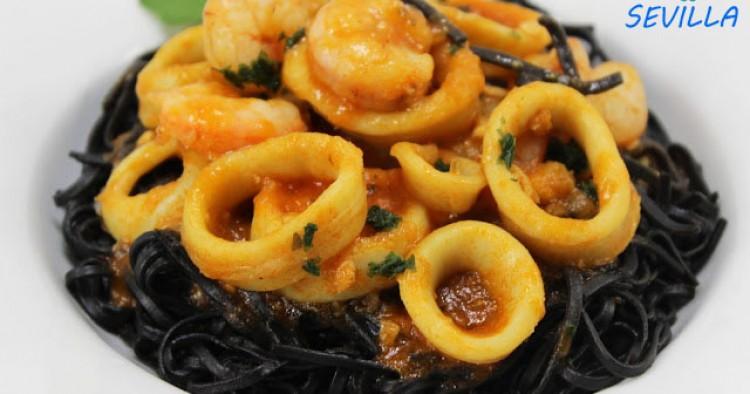 Espaguetis nero di sepia con calamares