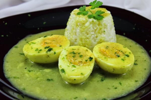 Huevos en salsa verde Ana Sevilla cocina tradicional