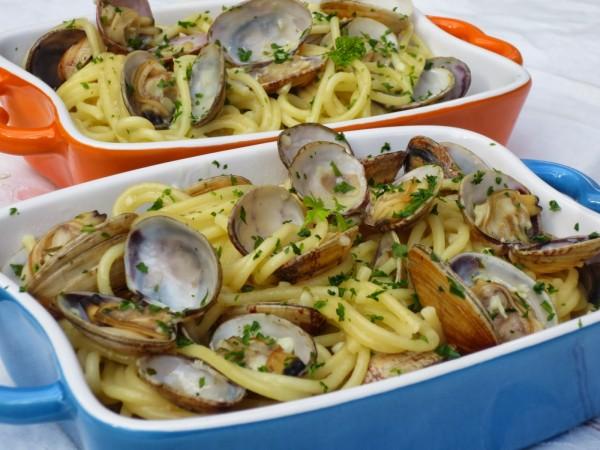 Espaguetis con almejas cocina tradicional Ana Sevilla