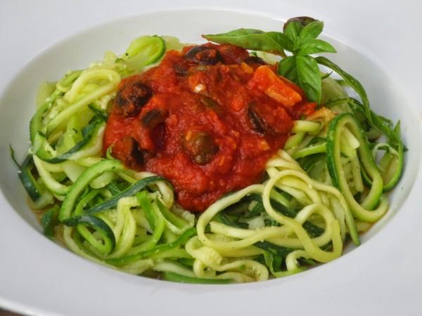 Espaguetis de calabacín a la putanesca Thermomix