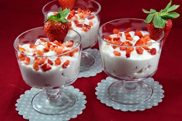 Fresas con nata y yogurt Thermomix