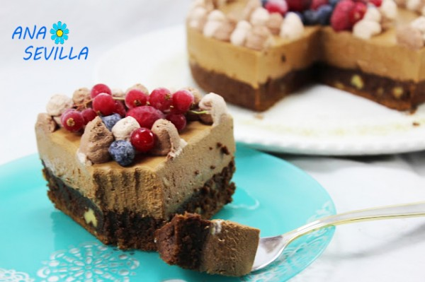 Tarta mousse de chocolate con brownie corte