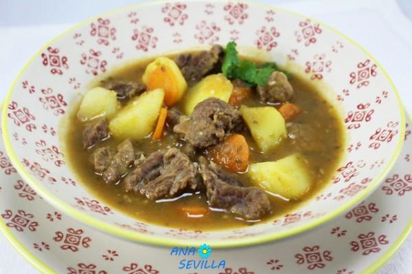 Estofado de ternera con patatas Ana Sevilla cocina tradicional