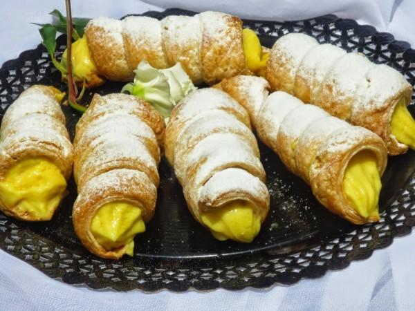 Cañas o conos de hojaldre rellenos Ana Sevilla cocina tradicional